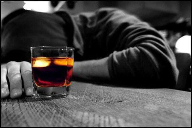 Chiêm bao mơ thấy người say rượu là điềm báo lành hay dữ?