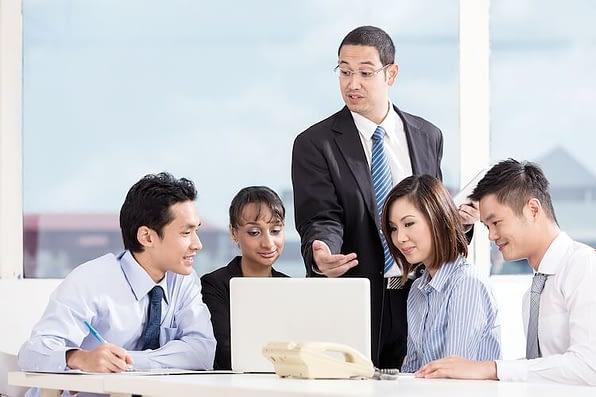 """Mơ thấy cấp trên: Tăng lương thăng chức hay tiền bạc """"đội nón ra đi""""?"""
